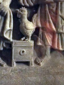bas relief à sant Maximin la sainte Baume_le coq préserve le coffre aux secrets
